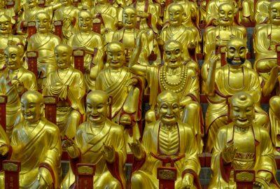 Golden figures of Buddha, Longua Temple Shanghai