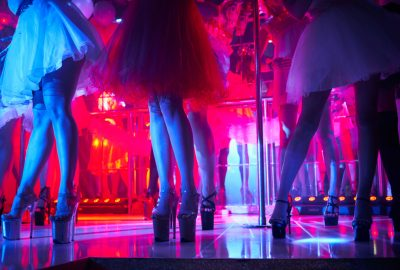 Chinese girls showing themselves in Shanghai hostess bar