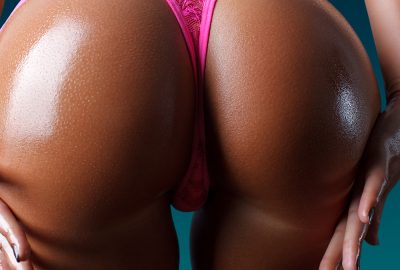 Latin escort girl showing her impressive buttocks