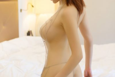 Asian masseuse in Canberra preparing for a massage session
